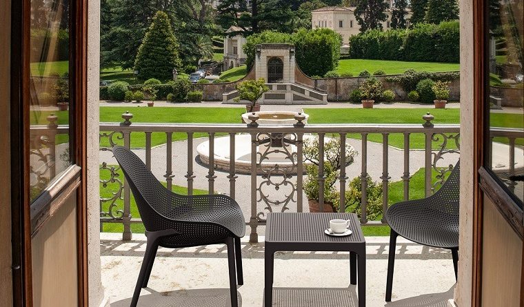 Plastic-Chairs-Blog